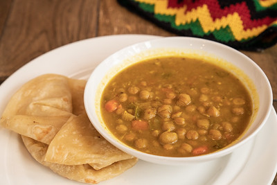 11 Hauz curry chickpea w-roti-01779