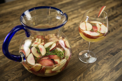 Summeripe White Peach Sangria