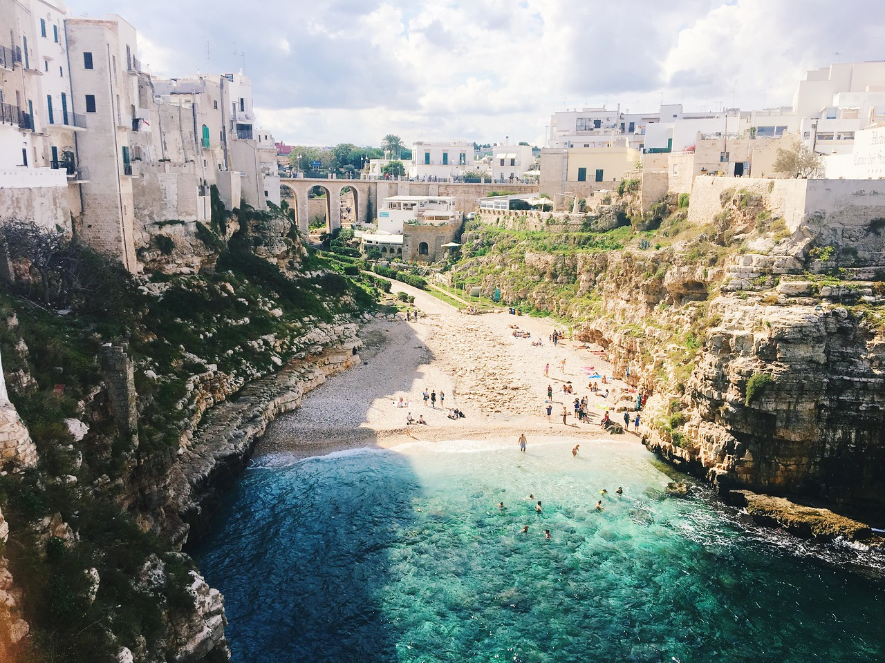 Polignano a Mare, Italy \\ Loves Food, Loves to Eat