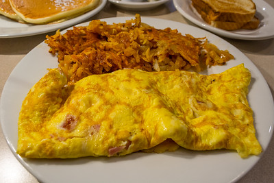 Omelette & Hash Browns