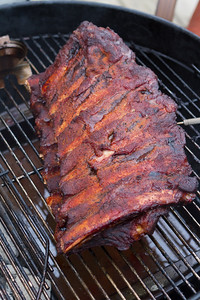 Stacking the ribs after the first packet of wood chips