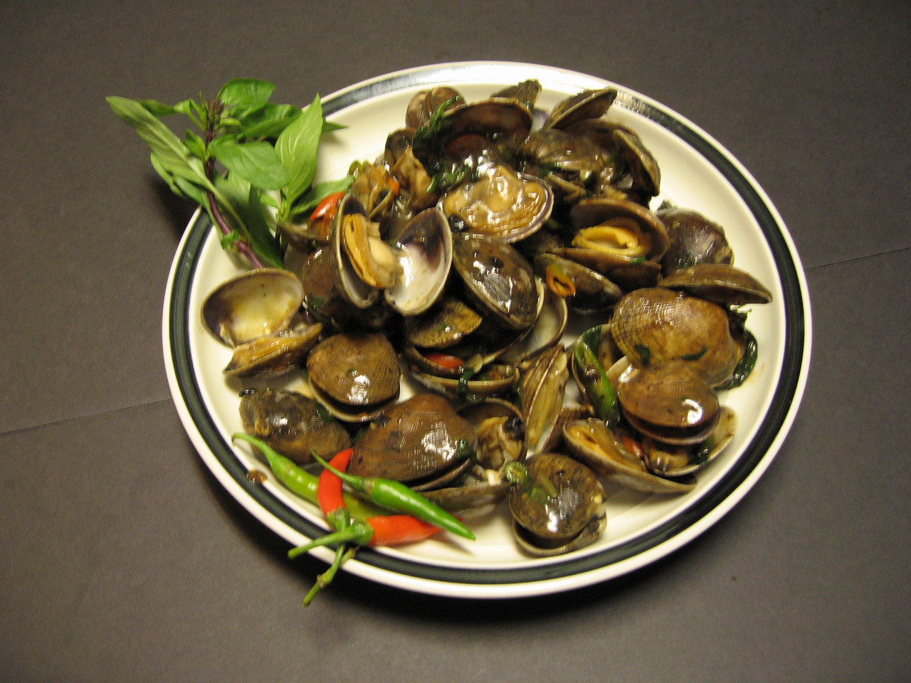Clams in Basil Black Bean Sauce