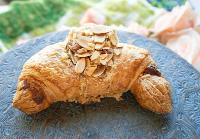 Almond Croissant-1151