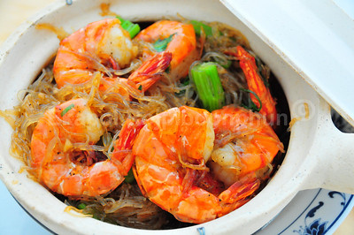 Yes, I was back there at CoCurry again. And yes, they taste better than they look. --- Jumbo Prawn in Clay Pot