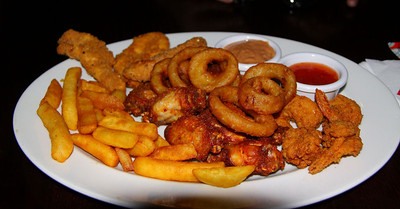 "Buffalo chicken wings, spicy coated king prawns, southern-fried-style chickenstrips,beer-battered whole onion rings and chips,with Reggae ReggaeTM mayonnaise and a sweet chilli dip. Served in ""Weatherspoons""  11/02/12"