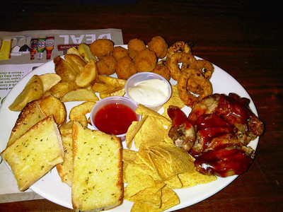"Classic Combo - Onion Rings, sticky BBQ chicken wings, garlic bread, breaded mushrooms, potato wedges, tortilla chips, served with garlic mayonnaise and sweet chilli sauce. £7.75.  Served in ""The Flagship"" in Paignton 08/12/11"