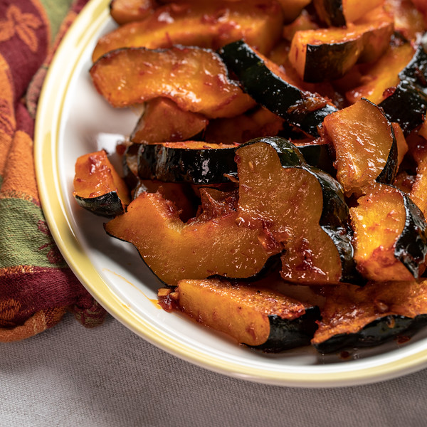 Close up of roasted acorn squash on a platter.