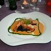 """""""Nobashi scampistaartjes met zwarte fettucini op smaak gebracht met ketjapsaus, gerookte look en tomaat brunoise"""" (Gastro-april 2009)"""