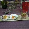 """""""Proevertje van de chef""""<br /> Calamares-frutti, Ansjovis met olijf, Tomaat-mozzarella <br /> (Lunch-menu 2009-08-14)"""