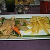 """Suprême van parelhoender met distelzwam in fine champagnesausje, marktgroentjes en frietjes""<br /> (Lunch-menu 2009-08-14)"