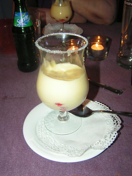 """""""Sabayon van Grand Marnier met aardbeien en verse koemelk roomijs""""<br /> (Gastro-april 2009)"""