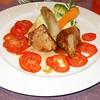 """""""Medaillons van melkkalfje op carpaccio van Roma tomaat en rozemarijn, puree van Nicola aardappel met lenteuitjes""""<br /> (Markt-menu 2009-08-14)"""