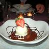 """""""Wentelteefje van quatre-quarts cake in Engelse saus met hazelnoot pasta en vanille roomijs"""" <br /> (Marktmenu-02-01-2009)"""