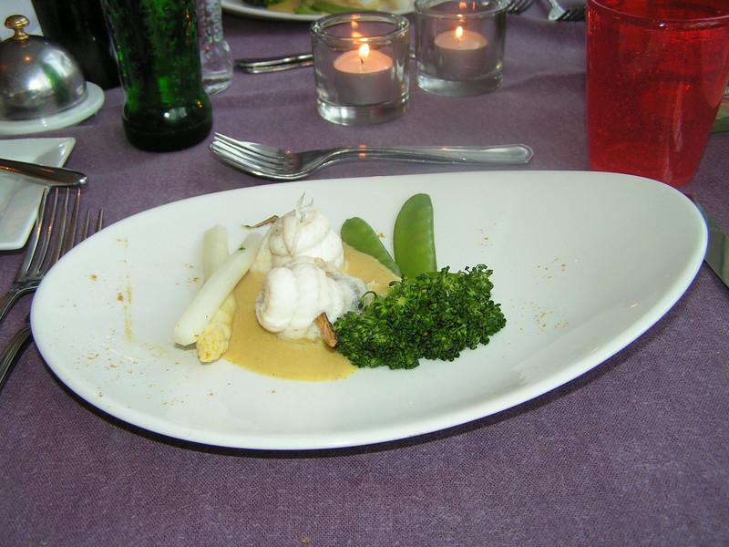 """""""Zeebrugse tongfilets met krab gerold op een zoethoutspiesje in coulis van Madras kerrie""""<br /> (Gastro-april 2009)"""