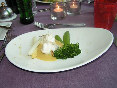 """""""Zeebrugse tongfilets met krab gerold op een zoethoutspiesje in coulis van Madras kerrie"""" (Gastro-april 2009)"""