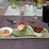 """Proevertje van de chef""<br /> Wortelbavarois, Kingkrab slaatje, Scampi-frutti<br /> (Lunch-menu 2009-08-13)"