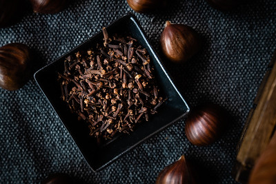 Mulling spices and chestnuts