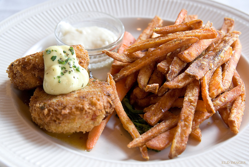 Dungeness and Jonah crab with kiwi and mango chutney; sweet potato fries - Oyster Bar on Chuckanut Drive