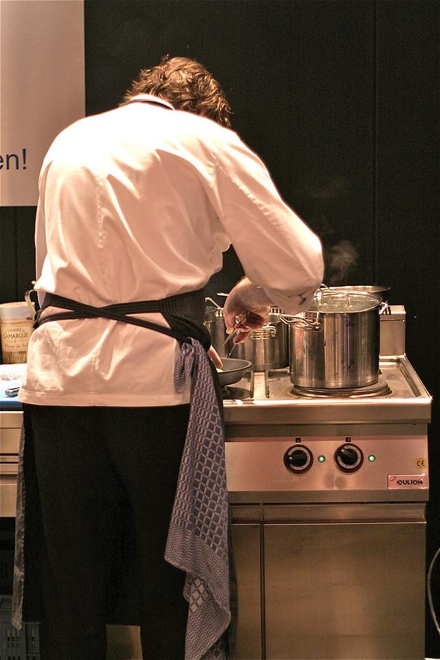 """Chef at """"le Cirque"""" making my """"Angler filet"""" (aka sea-devil) à la minute"""