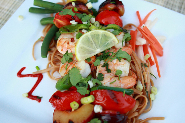 Creative use of leftovers and odds & ends: Skewers of Grilled Shrimp, Plum, Tomato, Jalapeno & Pineapple on Pad Thai Seasoned Whole Wheat Linguini, fresh Garden Green Beans, Jicima Slaw and a Geyser Peak, 2001 Alexander Valley Cabernet Savignon.