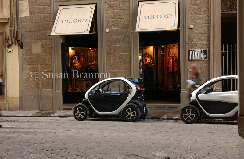 Two Smart Cars in a row