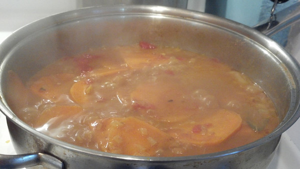 Sweet potato, a-simmerin in curry.