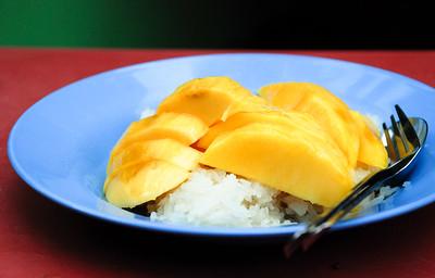 Mango sticky rice (khao niao mamuang)