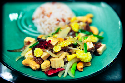 Vegetables and tofu with cashew nuts (Pad pak met mamuang)