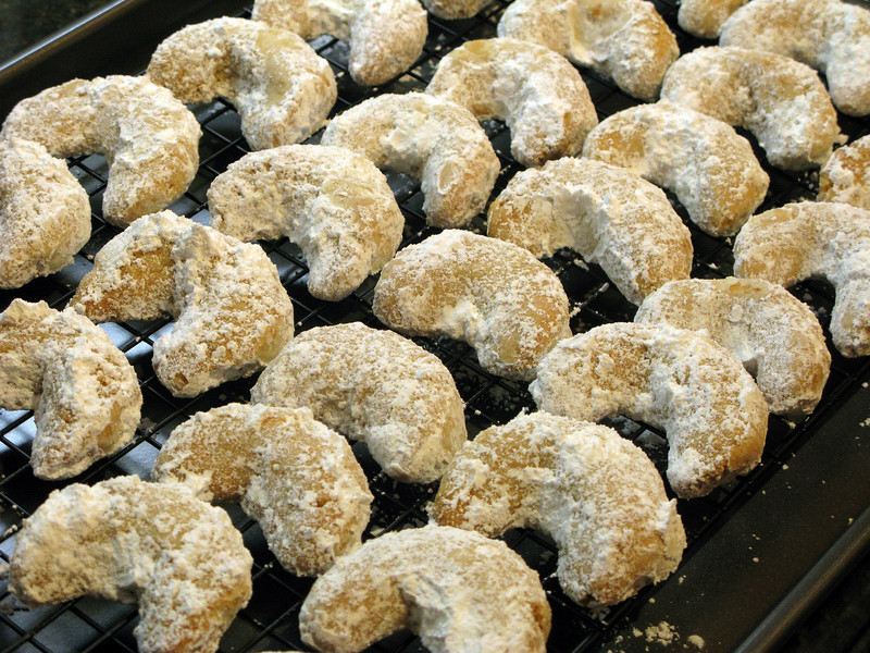"""Nut Crescents<br /> <br />  <a href=""""http://www.browneyedbaker.com/2009/12/09/nut-crescents/"""">http://www.browneyedbaker.com/2009/12/09/nut-crescents/</a>"""