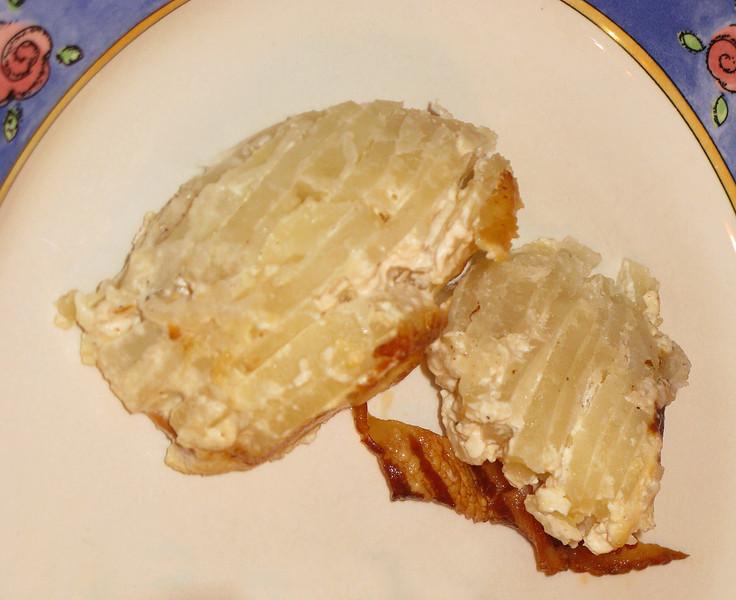 "Potatoes Au Gratin - Gratin Dauphinoise<br /> <br /> <a href=""https://whiteonricecouple.com/recipes/potatoes-au-gratin-recipe/"">https://whiteonricecouple.com/recipes/potatoes-au-gratin-recipe/</a>"