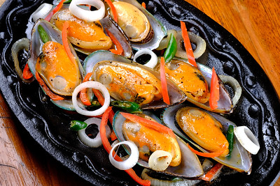 sizzling-mussels