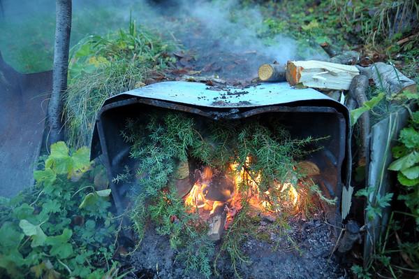 Då var da fyrt opp i røykjeovnen med sprakje og orreved...01.11.2010