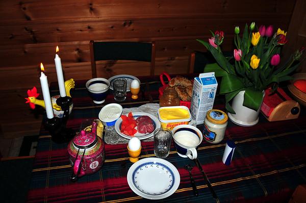 Hytto..Tidleg oppe og laga frukost til konemor....