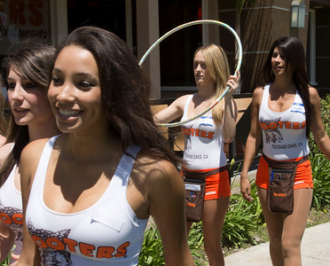 Hooters TO Soft Opening-24