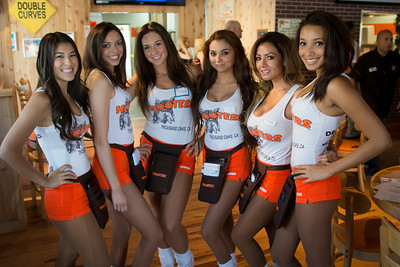 Hooters TO Soft Opening-10