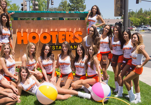 Hooters TO Soft Opening-14