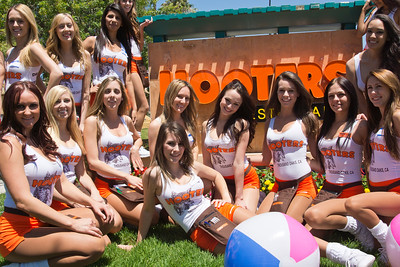 Hooters TO Soft Opening-16