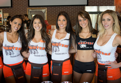 Hooters TO Soft Opening-7