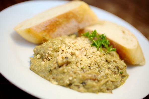 2011-10-17_Montys_Food_013