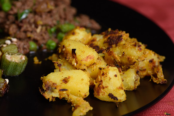 Indian Dry Potatoes with ginger and garlic