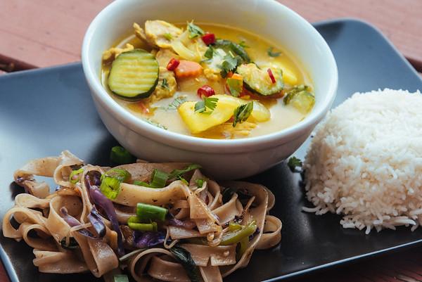 Thai yellow curry + drunken noodles