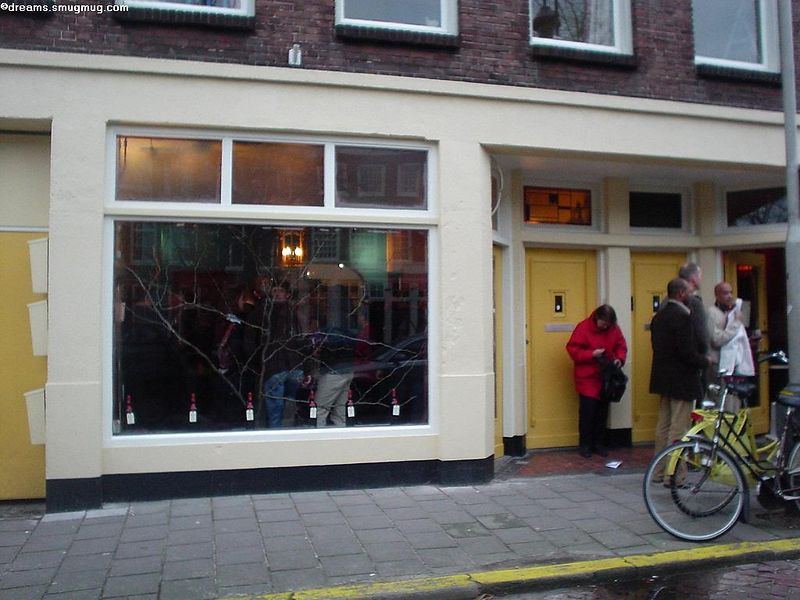 Bistro l'Orange is on the left (Groenewegje 101a)