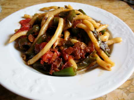 Pasta with Peppers and Tomato