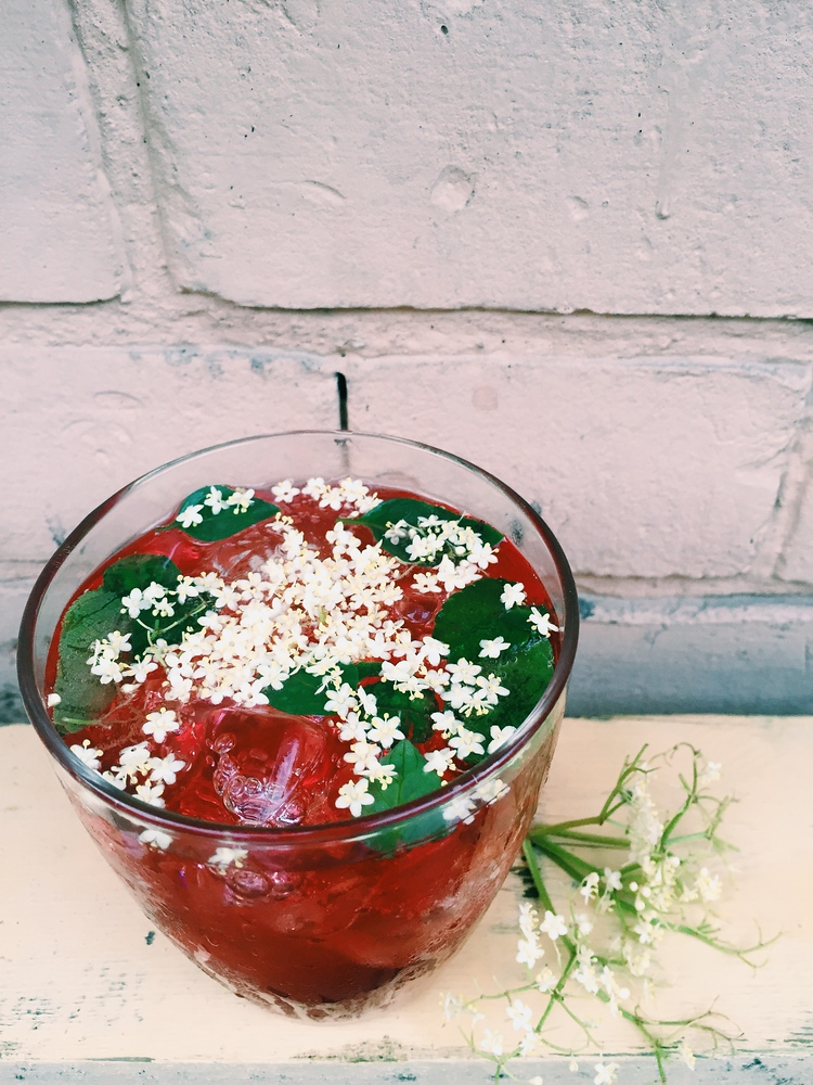 This is a quick and easy elderflower cordial recipe that is fantastic as a cranberry cocktail.