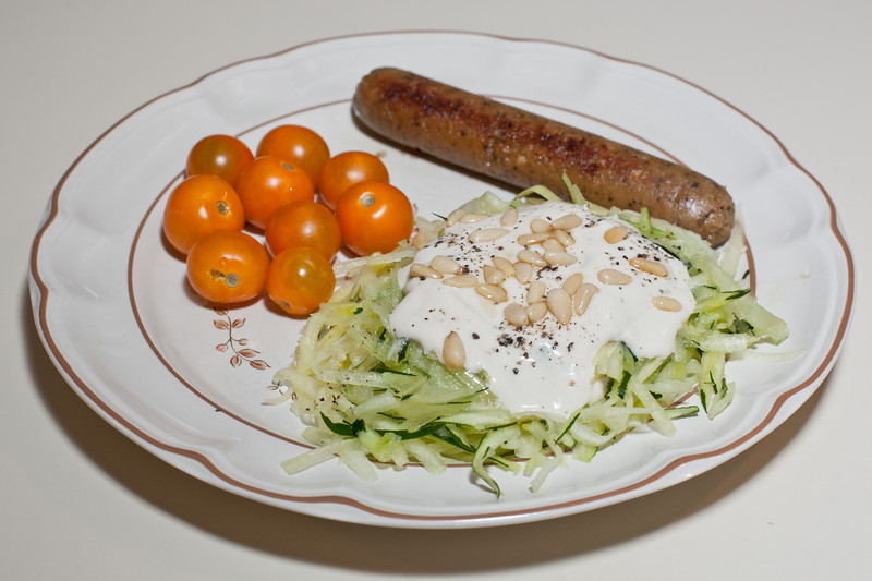 00aFavorite 20110730 Raw zucchini pasta with 'Alfredo' sauce, vegan apple-sage sausage