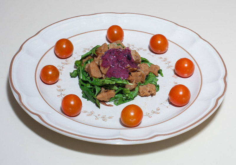 00aFavorite 20160722 (1928) Seitan - Arugula - Baby Spinach w Blueberry Vinaigrette (No Added Fat)