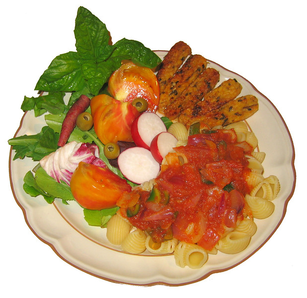 20070824 Organic Conchiglie (seashell) Pasta with Indo-Italian Sauce and Vegetables [bg removed]