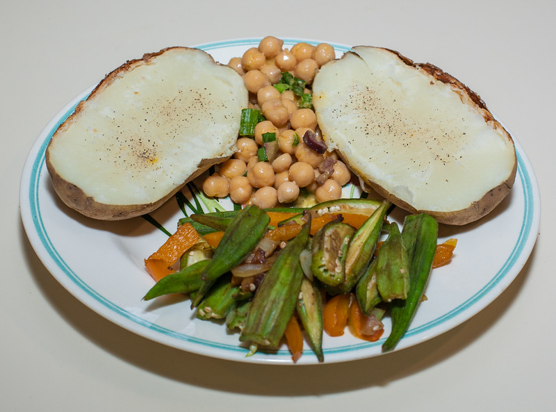 00aFavorite 20140121 Okra w Fennel and Orange Bell Pepper, Baked Potato, and Chickpeas w Chickpea Miso-Ginger-Mandarin Dressing (No Added Fat) (2153)