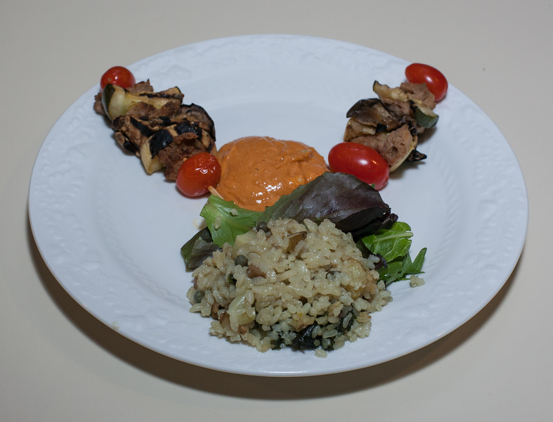 00aFavorite 20140318 Whole Foods' Seitan Skewers w my Spicy Peanut Sauce and Leftover Rice Pilaf w Seitan (2037)