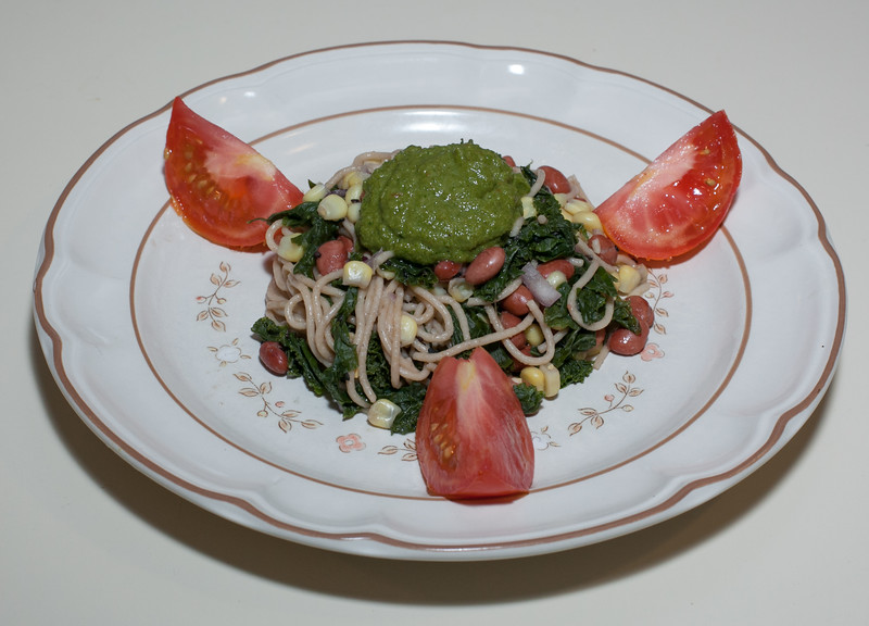 00aFavorite 20130703 Whole Wheat Spaghettini w Pink Beans, Corn, and Kale and White Miso-Ginger-Kale Sauce (No Added Fat) (1945)